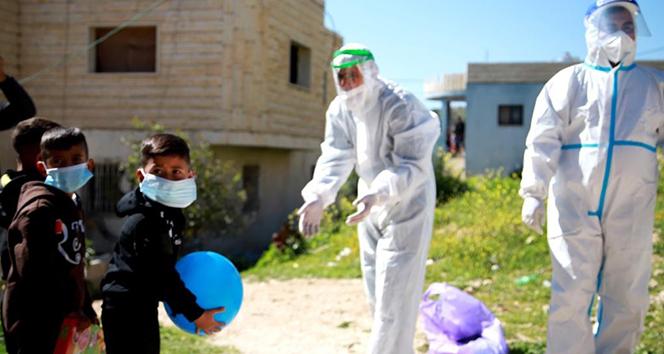 Batı Şeria'da sağlıkçılardan Covid-19 hastası çocuklara moral ziyareti