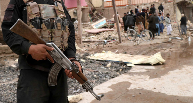 Afganistan'da polis karakoluna bombalı saldırı: 8 ölü, 53 yaralı