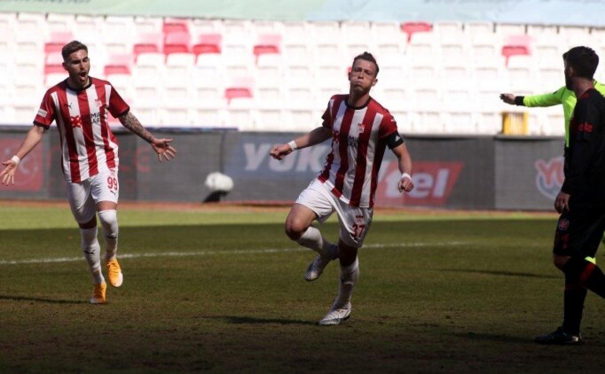Sivasspor, Fatih Karagümrük ü tek golle geçti #1