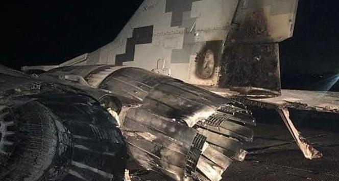 Ukrayna'da alkollü subay, aracıyla savaş uçağına çarptı